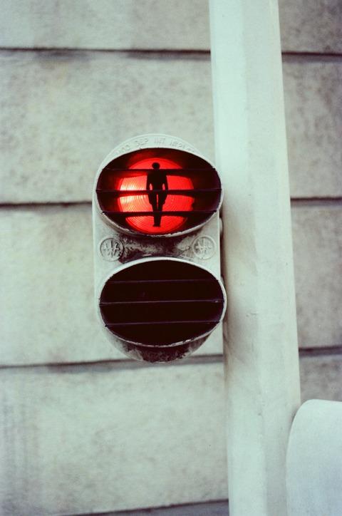 198007仏歩行者用信号 (1)