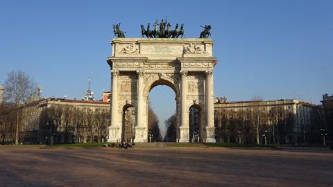 カドルナのセンピオーネ平和の門正面