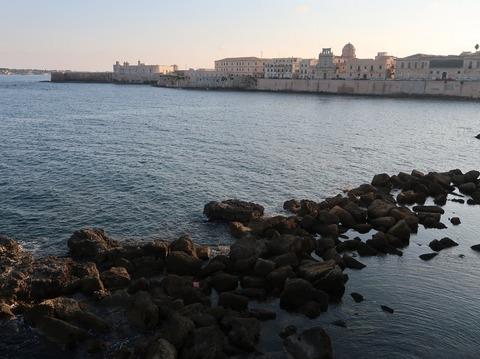オルティージャ島東夕暮れ要塞遠望201809