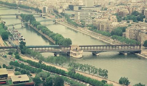 P31ビールアッケイム橋を渡る電車と女神199007
