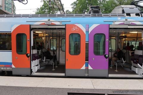 TransilienVシャンティエで電車大ドア