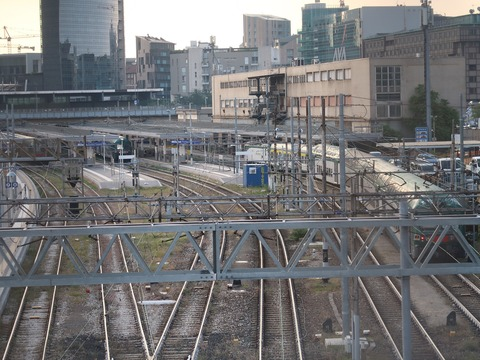 Pガリ駅通勤電車Sep2018