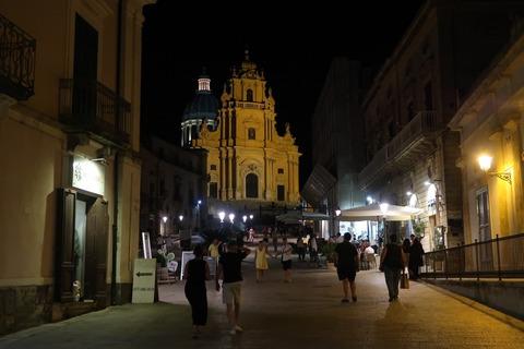 ラグーザイブラドゥオーモ夜風景 (2)