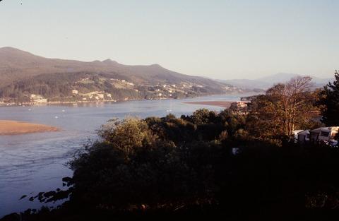 ベルメオ198607ムンダカ港公園より上流を見る