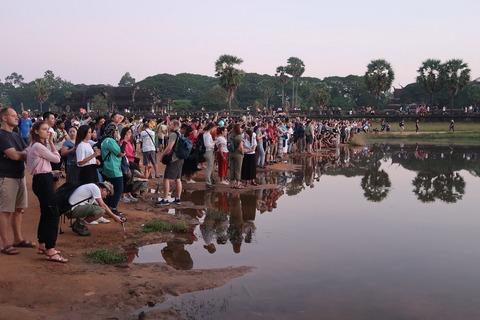 1102Aワット日の出後の池