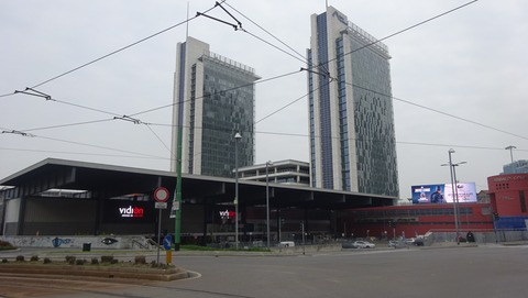 Pガリバルディ駅と再開発ビル201803