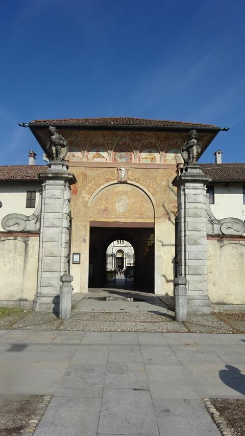 パヴィアC修道院入口付近 (1)