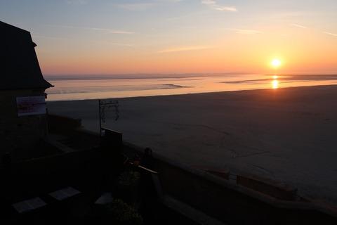 MSM161干潟に上る朝陽0430