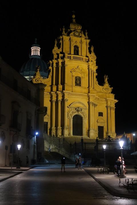 ラグーザイブラドゥオーモ夜風景 (1)