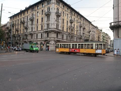 Cヴェルチェリバラッカ広場と市電12Sep2018