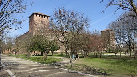 パヴィア城と周囲の公園風景 (3)