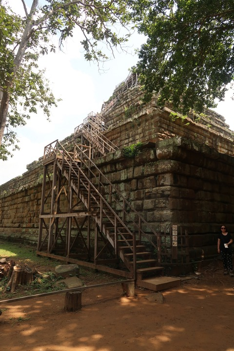 0525コーケーPトムピラミッド全景側面 (9)