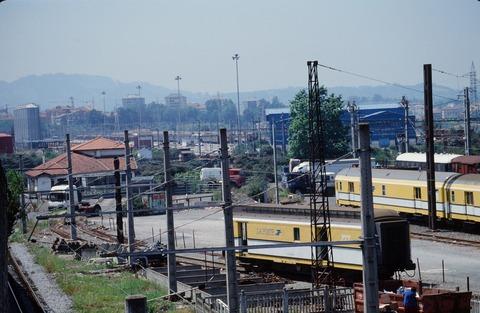 198609アンダイ駅からイルン方向手前EUSKO鉄
