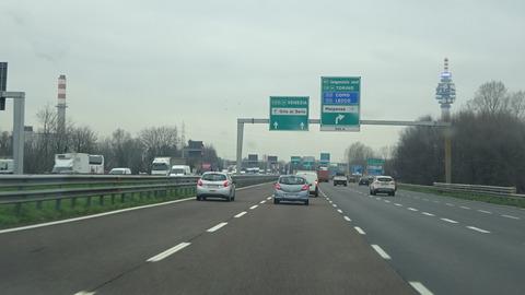 外ミラノのイタリアの高速道ミラノ外周