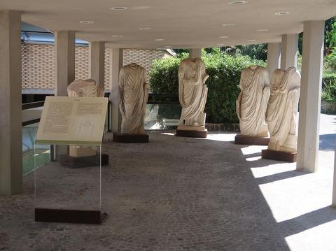 オルシ博物館屋外展示ギリシャ彫刻