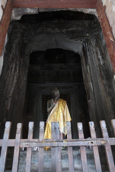 1171Aワット第3回廊主塔下現代仏像 (4)