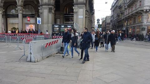 Duomoガレリア横バリケード201803
