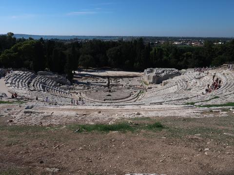 シラクーザネアポリスギリシャ劇場見下ろしSep2018
