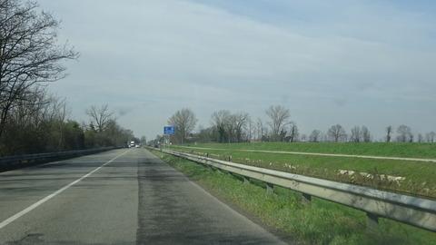 電道イタリア道路パヴィア近郊のナヴィリオ
