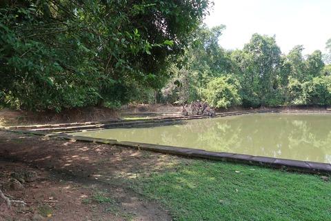 0443ニャックポアン内部の池と祠堂 (13)