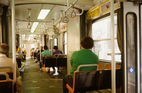 198808ミラノ市電連節車内部