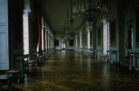 VersaillesGrandTrianon310北のコテル回廊198403