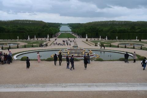 Versailles211B振り向き下にラトナ噴水