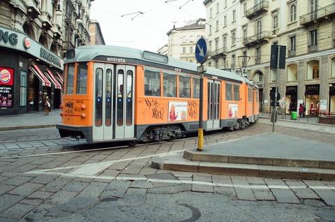 電T初冬のミラノ市電Duomo前4500系200111