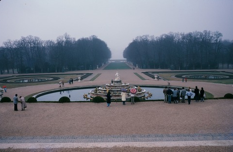 Versailles211D3月のグランカナルとラトナ泉と奥アポロン泉