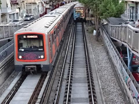 アテネMTモナスティラキ駅と電車201509 (2)