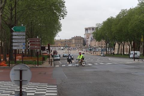 Versailles101Aアルム広場の先に見えてきた宮殿