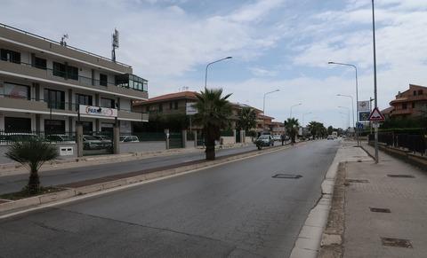 201809ラグーザ郊外住宅地道路