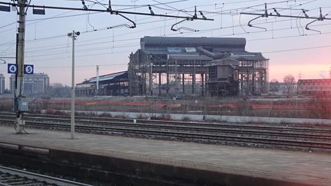SestoSG駅から工場跡と朝日201803 (3)