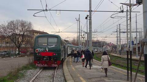 電TDポルタジェノバ駅と始発ローカル線201803