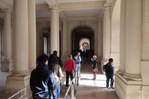 Versailles131一般エリアとガイドさんアンヌ0428