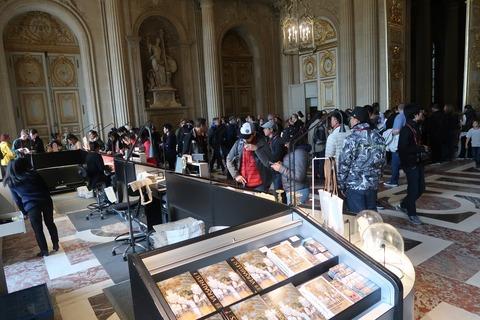 Versailles153礼拝堂脇2Fの土産店