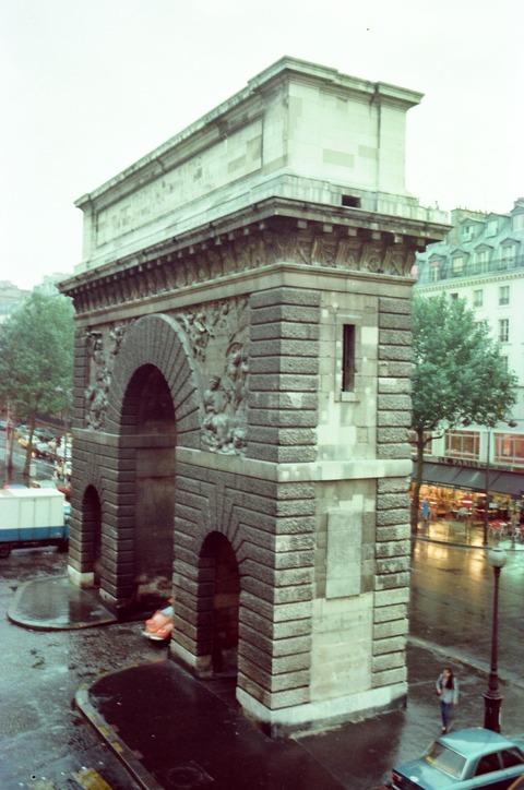 198008サンマルタン門ルモニエ事務所から望む汚れ有の頃 (1)