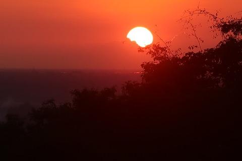 0080プノンバケンの夕陽輝く沈み込み