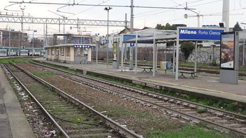 電TDポルタジェノバ駅寂れたホーム201803