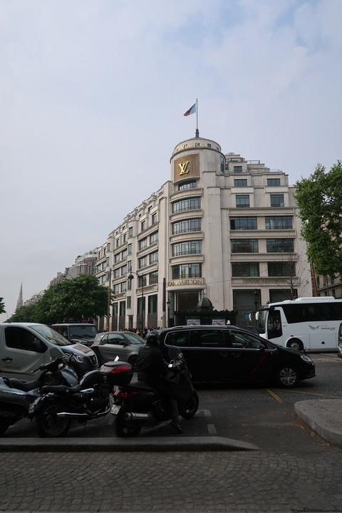 ParisLV買い物のシンボルのひとつ2019