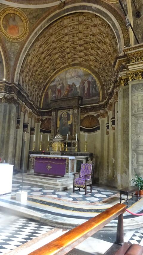 DMサンサティロ祭壇付近