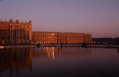 Versailles210C夕陽輝く南翼と噴水198609