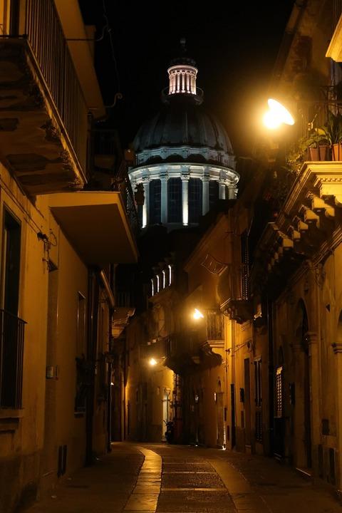 ラグーザイブラ聖堂クーポラ夜景Sep2018
