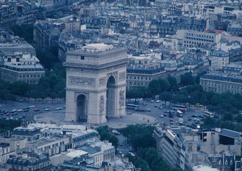 エッフェル塔から凱旋門199007