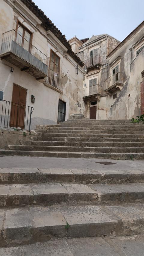 モディカPizzoへ向かう階段Sep2018