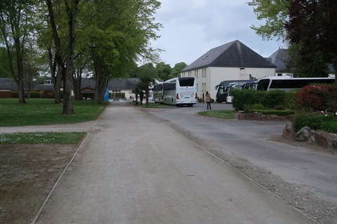 MSM対岸観光バスでいっぱい0429