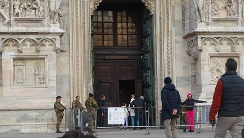 Duomo警備兵士201803