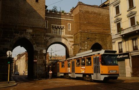 198808ミラノ市電と街並み (1)