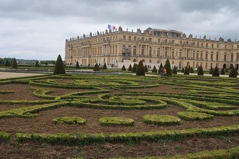 Versailles205B庭園の奥の宮殿裏正面堂々