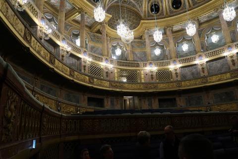 Versailles144aオペラ格子の王の席